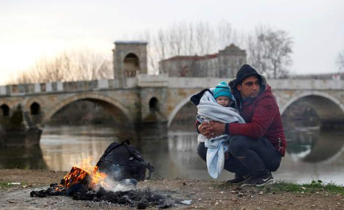 Мигранты возле Эдирне, Турция.
