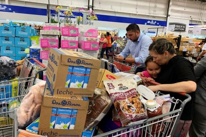 Покупатели массово скупают товары