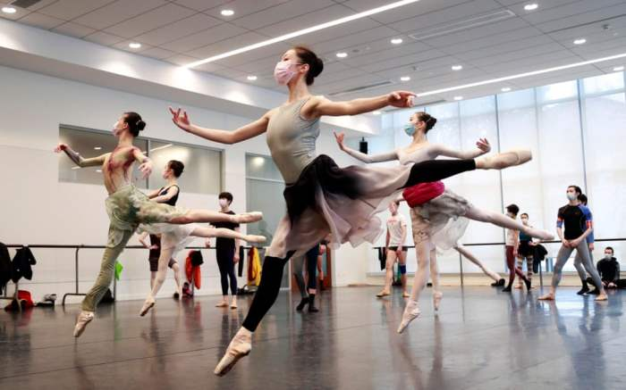 Танцоры Шанхайского балета