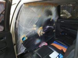 Отец изолировал заднее сидение автомобиля, когда встречал сына из Италии