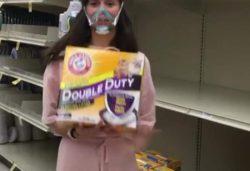 Звезда «Дневников вампира» предложила использовать кошачьи туалеты, если нет туалетной бумаги