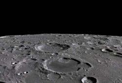 На поверхности Луны обнаружен яркий НЛО