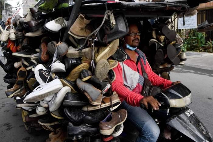 с подержанной обувью на продажу