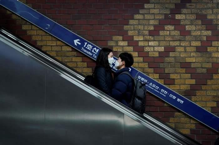 Пара на станции метро