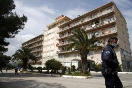 Греческие власти заблокировали отель