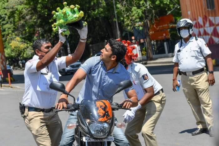 Дорожная полиция в шлемах