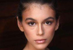 Дочь Синди Кроуфорд опубликовала обнаженные фото 18+, чтобы разнообразить карантин