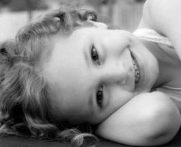 Маленькая девочка пошила 1000 масок