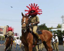 Сотрудники полиции носят шапки в виде коронавируса