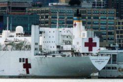 Больничный корабль USNS Comfort начинает принимать пациентов с COVID-19