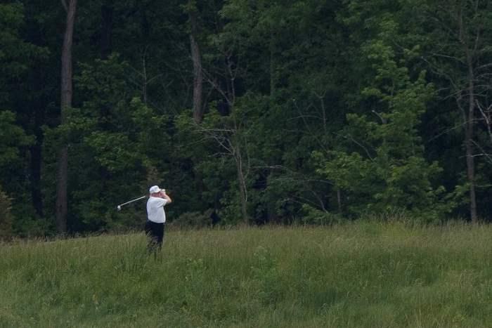 Дональд Трамп участвует в игре в гольф