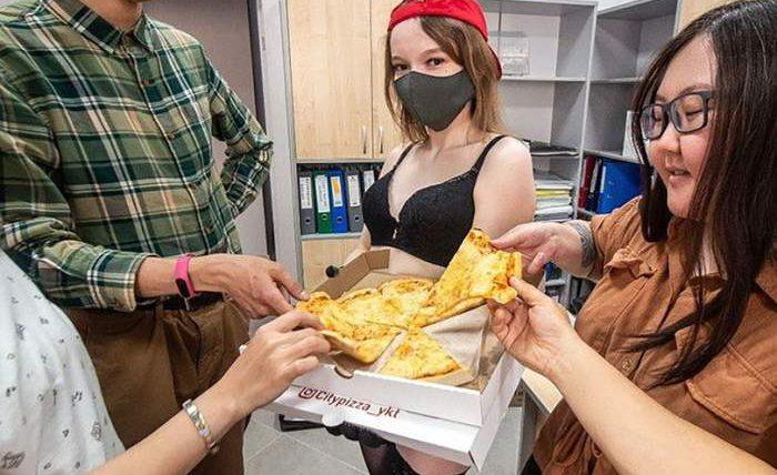 Якутск,доставка пиццы,стриптизерши