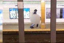 Скандально: пара занялась сексом в пустом метро в Бруклине (18+)