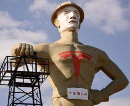 статуя илона маска