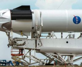 Crews+work+on+the+SpaceX+Crew+Dragon,+attached+to+a+Falcon+9+booster+rocket,+as+it+sits+horizontal+on+Pad39A+at+the+Kennedy+Space+Center+in+Cape+Canaveral,+Florida+REUTERS+1120