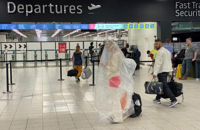 Пассажир укрылся пластиковым пакетом