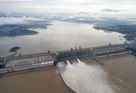 Китай взорвал плотину