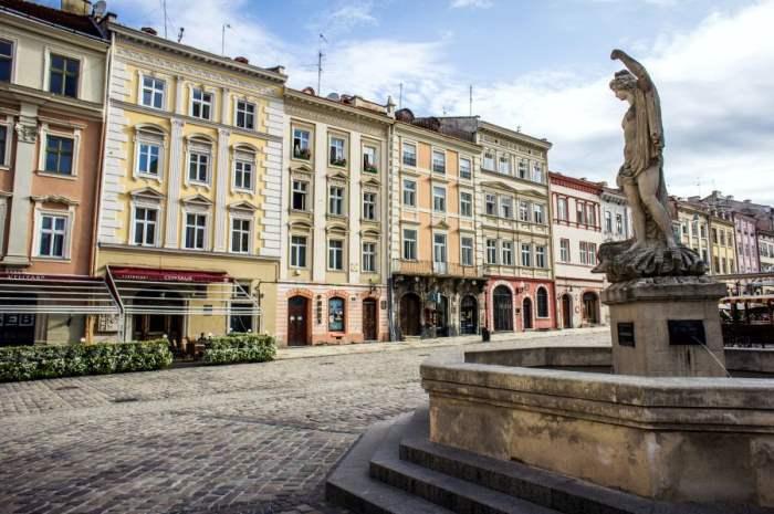 Средневековая Площадь