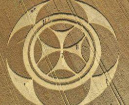круг на поле крест