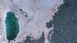 В Италии появился розовый ледник