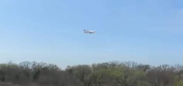 самолет завис в воздухе