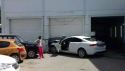 Водитель на Jaguar XF в Туле разгромил автосервис