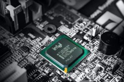 Goldman Sachs понизил рейтинг Intel