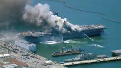 Мощный взрыв и пожар на американском десантном корабле (ВИДЕО)