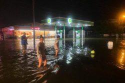 Ураган Исайя обрушился на Северную Каролину