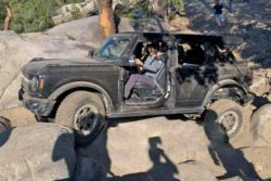 Новый Ford Bronco прошел испытания на очень сложной внедорожной трассе ВИДЕО