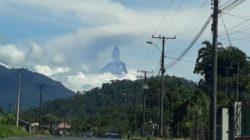 В Эквадоре вулкан Сангай выбросил пепел