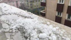 Сильный град парализовал Стамбул