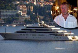 Роман Абрамович пришвартовался в Бодруме на своей супер-роскошной яхте (ФОТО)