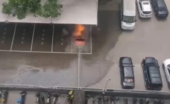 взрыв электромобиля