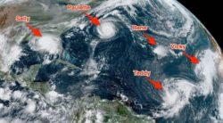 Шокирующий снимок из космоса показывает рекордные 5 тропических циклонов в Атлантическом бассейне одновременно.