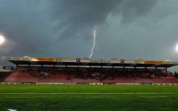 Молния ударила 14 детей на футбольном поле в Швейцарии