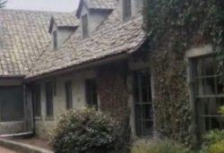 Женщина снимала особняк и засняла «призрака» в окне