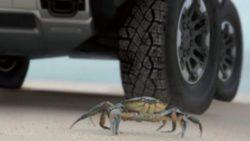 Уникальная особенность: новый Hummer может двигаться боком, как краб
