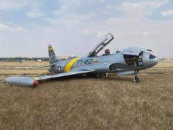 Винтажный самолет Canadair CT-133 Silver Star 3 совершил жесткую посадку (ФОТО)