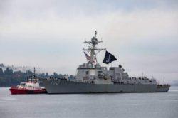 Военный корабль США «Кидд» прибыл в Вашингтон под пиратским флагом