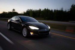 Tesla на автопилоте сбежала от полицейской погони