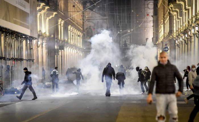 Италия, протесты, коронавирус,