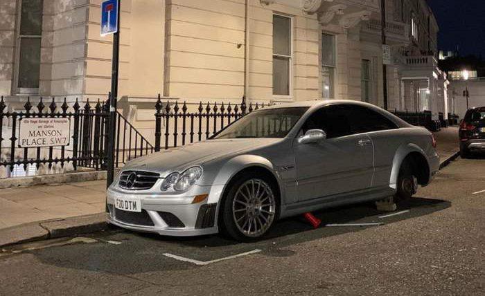 Лондон,авто,кирпичи,колеса,кража колес,Mercedes CLK Black Series,