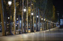 ПОСЛЕ НОВЫХ ЗАПРЕТОВ: Центр Парижа снова пуст (ВИДЕО + ФОТО)