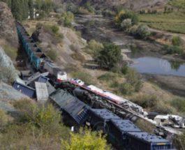 Турция,поезда,столкновение поездов,