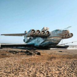 Монстр Каспийского моря — некогда великолепный экраноплан проекта 903 «Лунь», сейчас ржавеет на пляже (ФОТО и ВИДЕО)