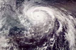 Огромный тайфун направляется на Филиппины