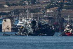 Столкновение судов: греческий тральщик разорвало на две части после столкновения с контейнеровозом