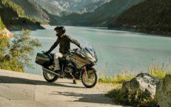 BMW представляет обновленный туристический мотоцикл R 1250 RT: современный вид, впечатляющая мощность и навигационная карта — перед вашими глазами (видео)