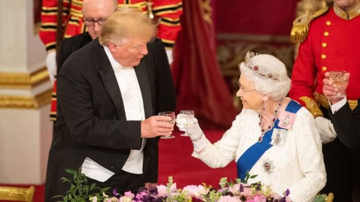 Британская королева, алкоголь,